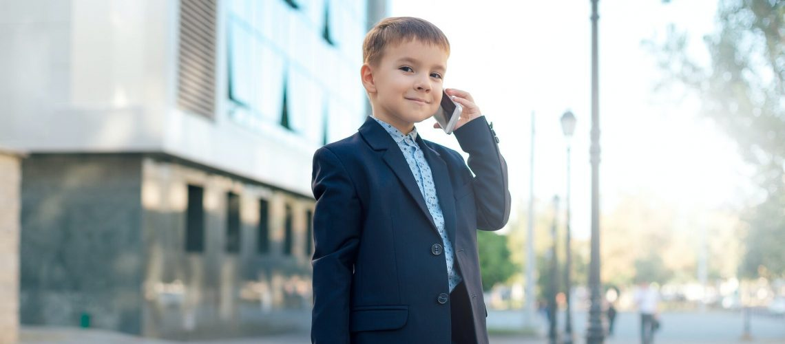 Future advisory accountant with briefcase and phone