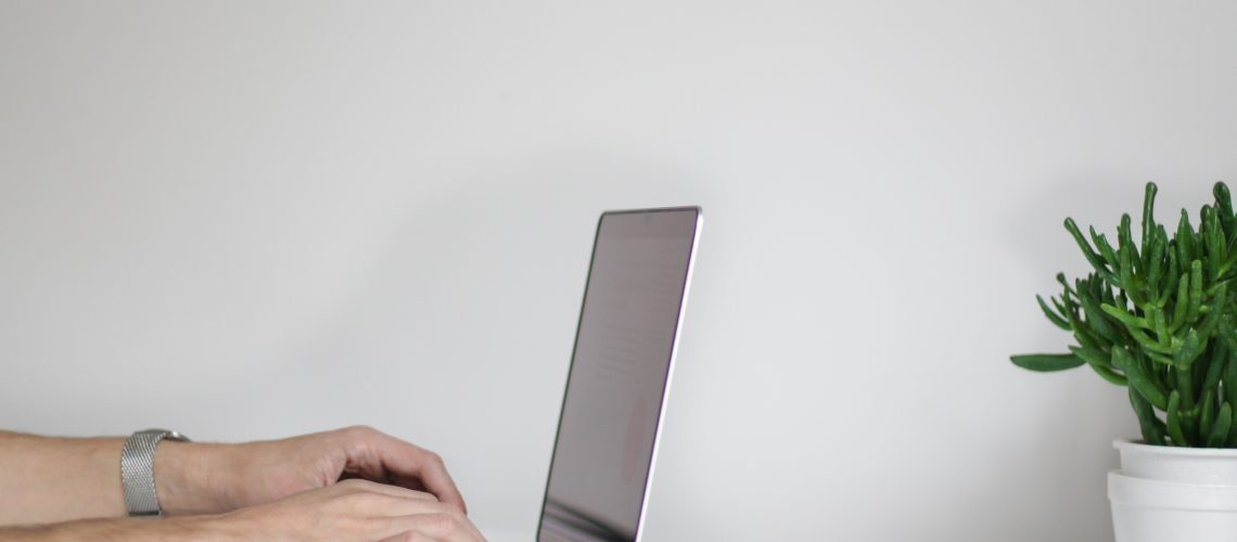 laptop-with-hands